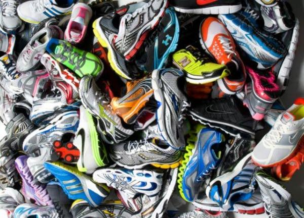 pile-of-running-shoes-011